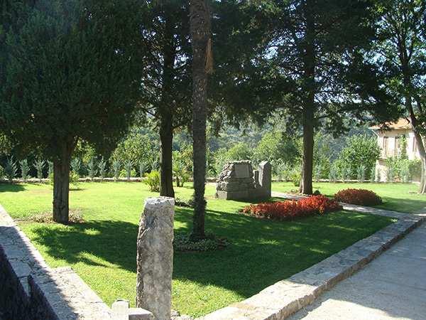 Sv. Ivan - park 03775